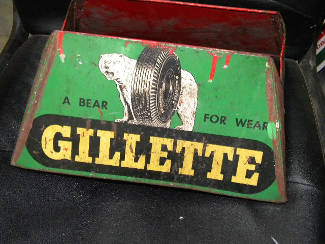 Gillette Tin Tire Rack w/ Bear Graphics $OLD